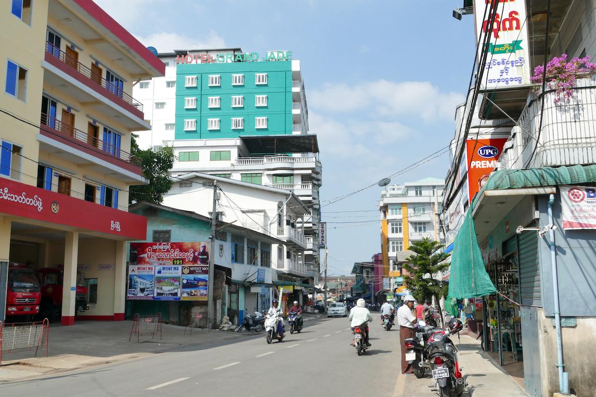 Myeik, Downtown mit dem Hotel Grand Jade