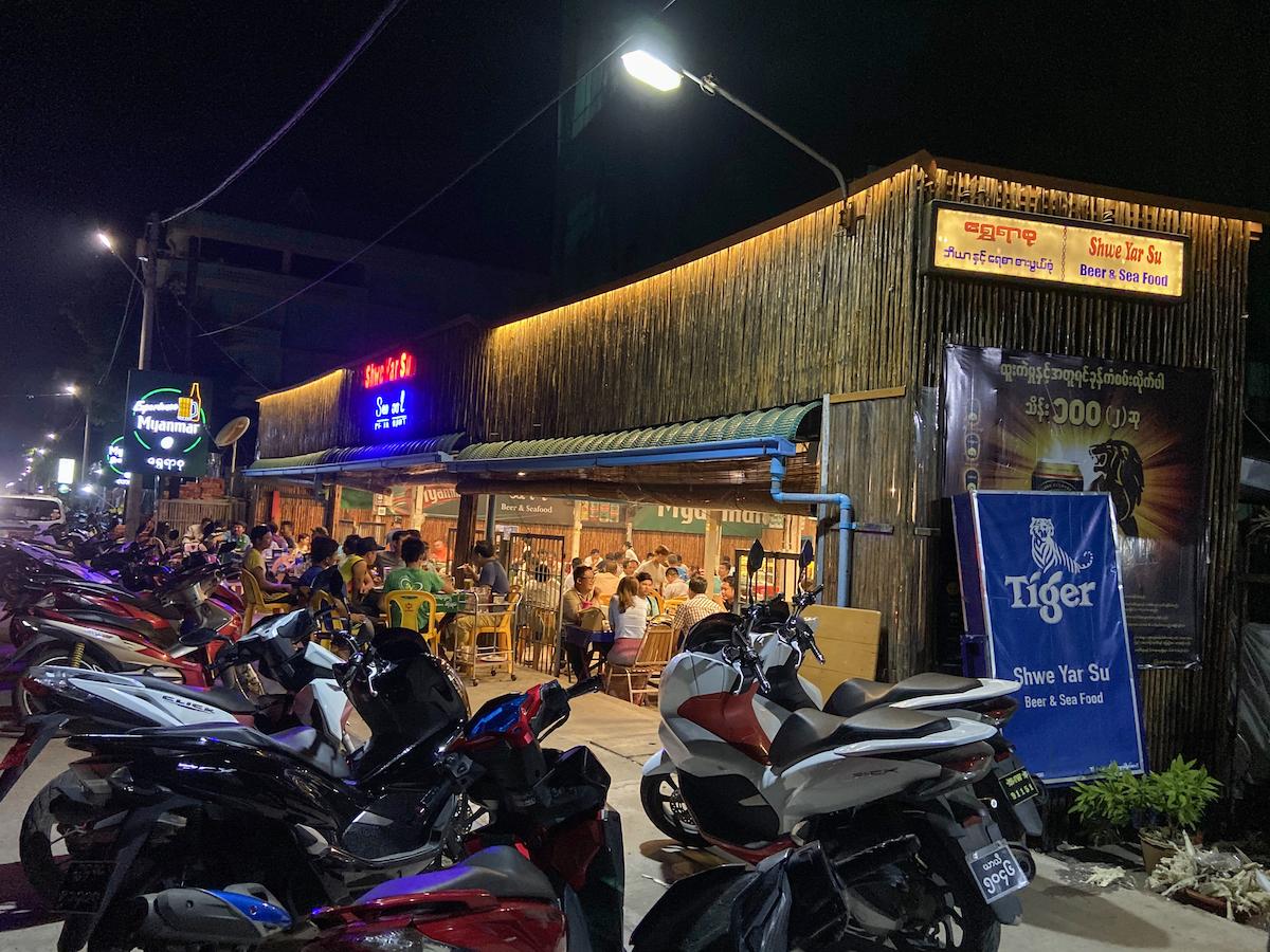 Myeik, Shwe Yar Su, eine tolle Kneipe
