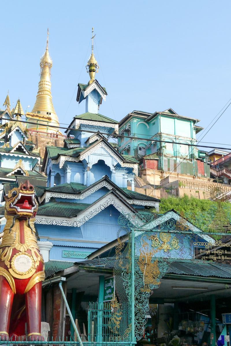 Myeik, Theindawgyi Pagoda thront ueber der Stadt
