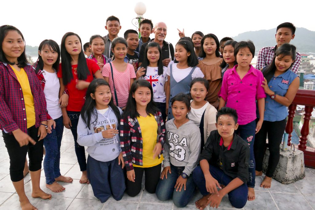 Myeik, Theindawgyi Pagoda, wir werden umlagert