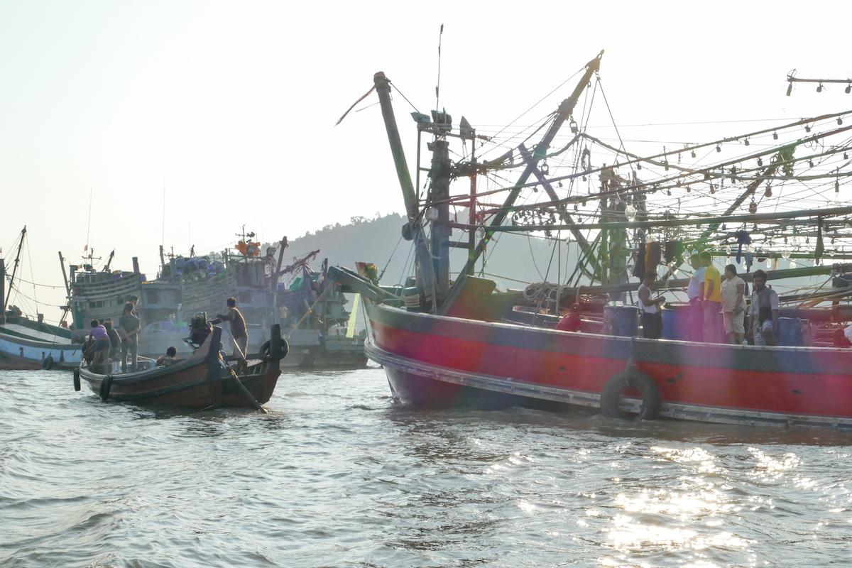 Myeik, abenteuerliche Fischerboote im Hafen von Myeik