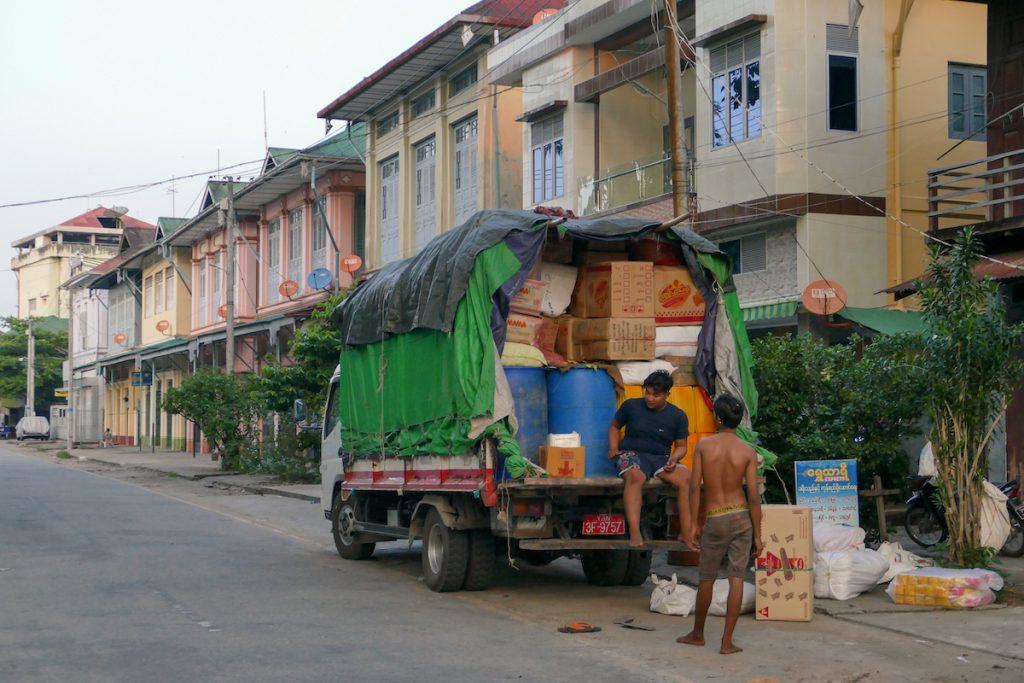 Myeik, alte Handelshaeuser aus der Kolonialzeit