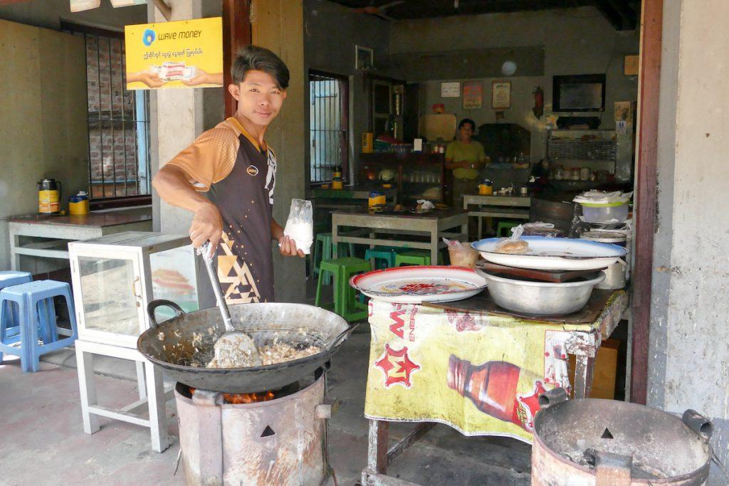 Myeik, eines der unzaehligen kleinen Restaurants
