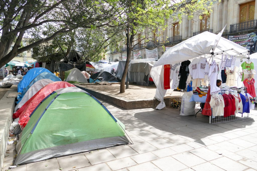 Oaxaca, Zocalo, Protestcamp und Souvenircamp