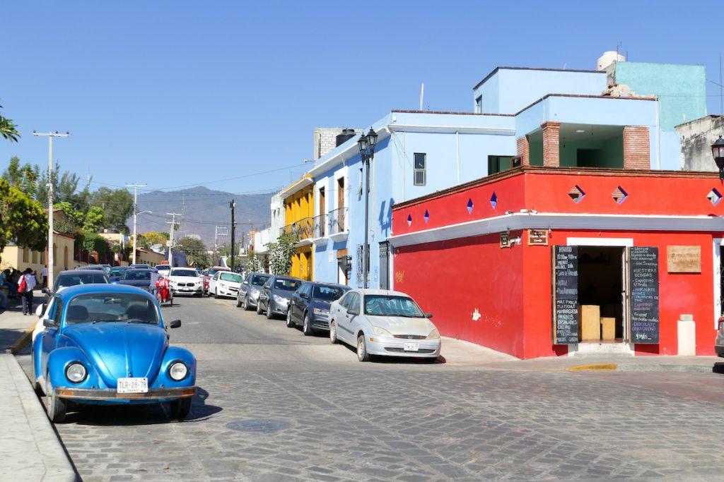 Oaxaca, buntes Strassenbild
