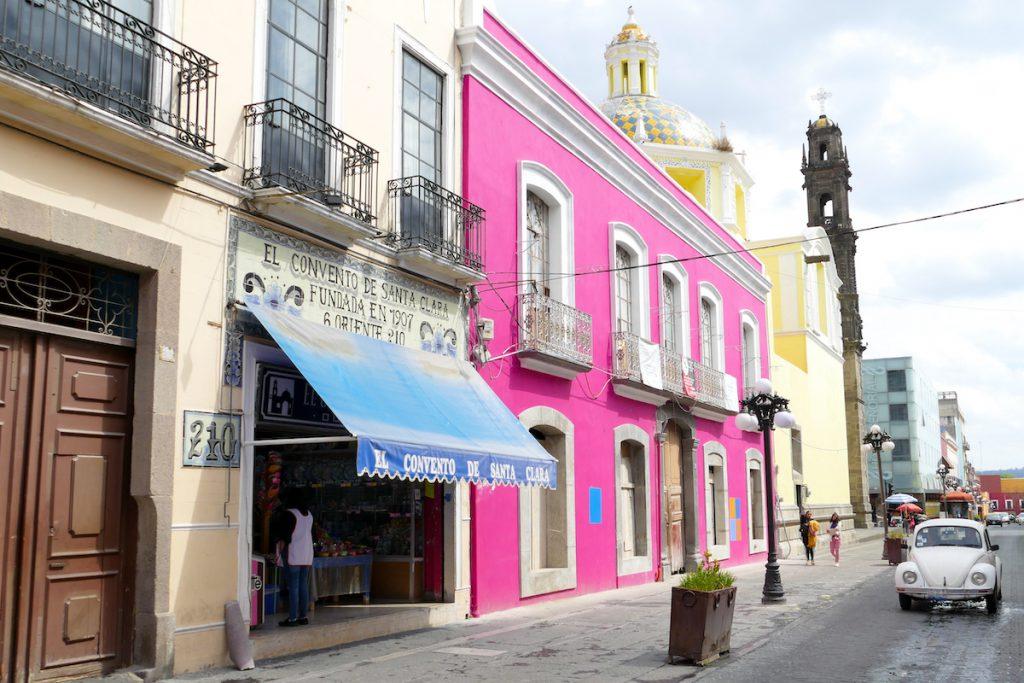 Puebla, Calle 6 Oriente, Tempel fuer Suesses neben religioesen Tempeln