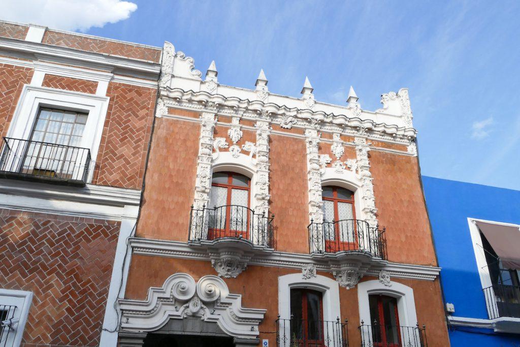 Puebla, Hausfassaden, wie von Zuckerguss ueberzogen