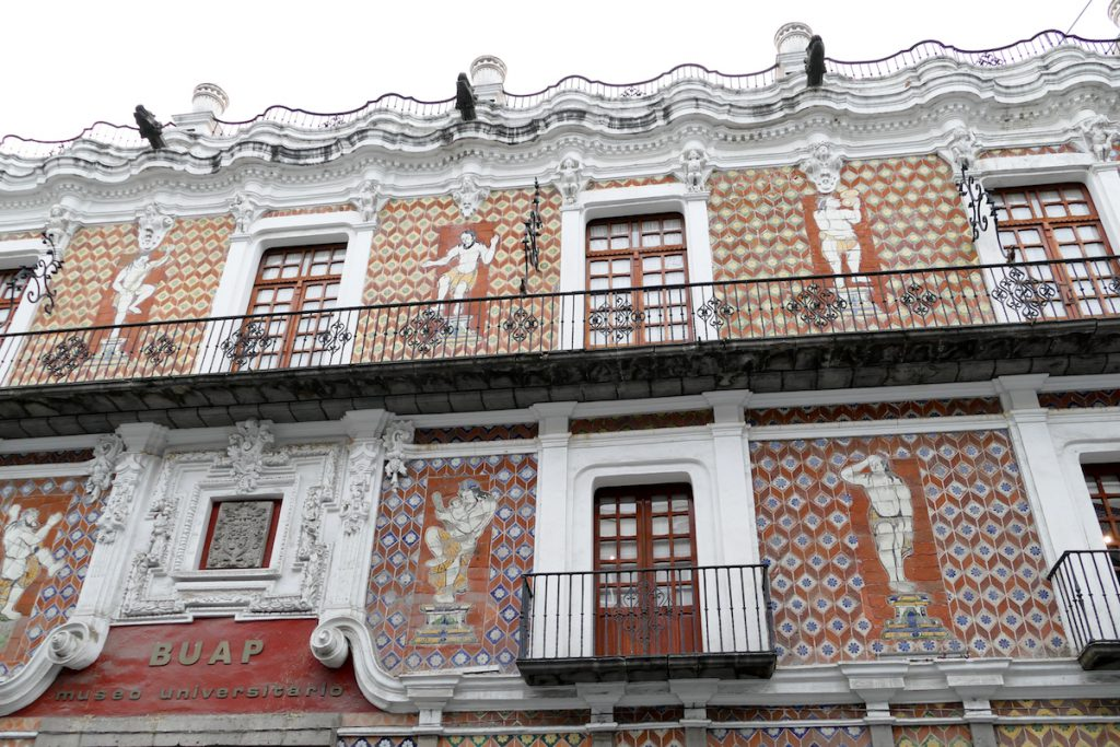 Puebla, besonders kunstvoll verzierte Hausfassade