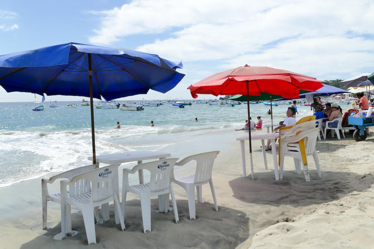 Puerto Escondido, Playa Principal, entspanntes Strandleben