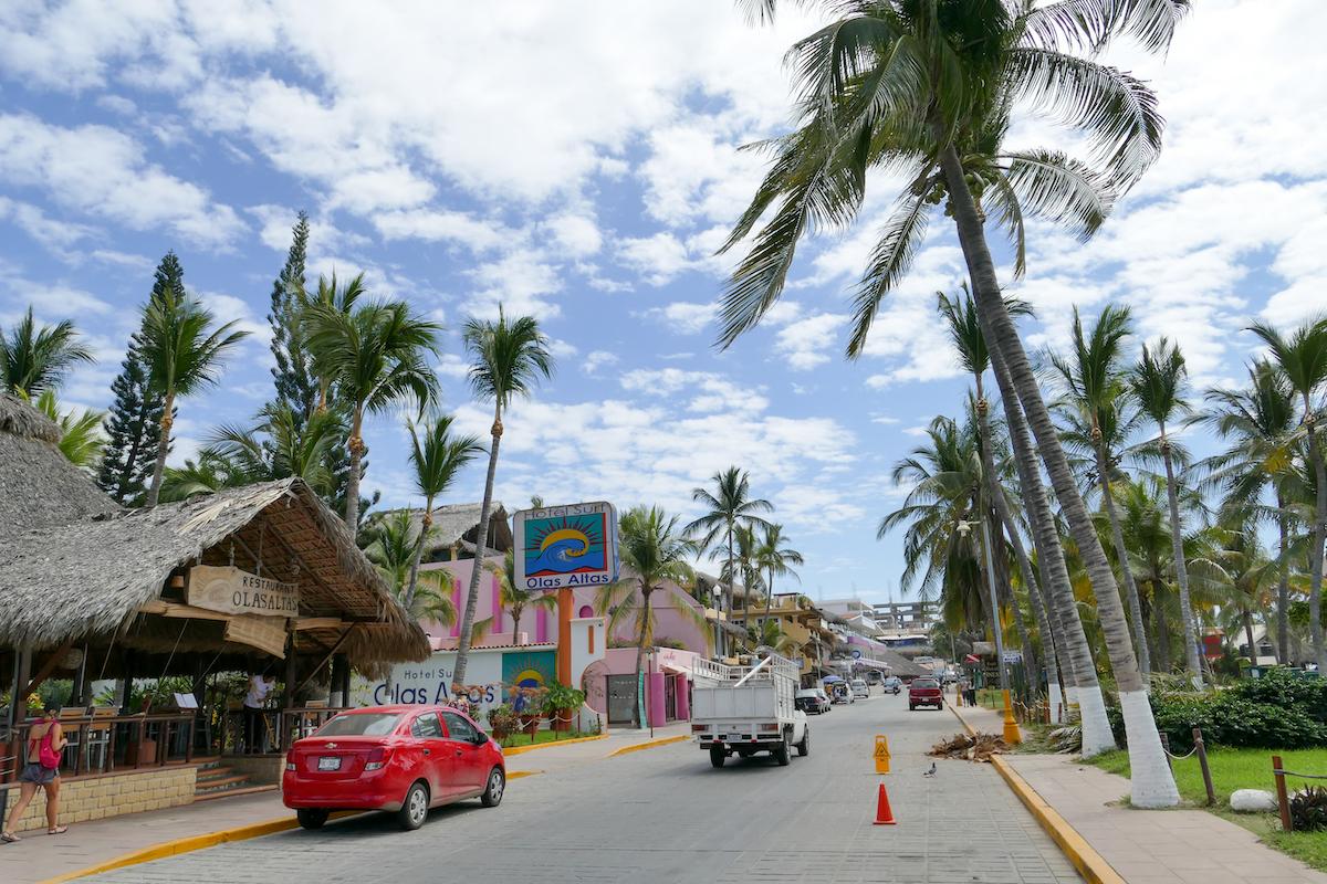 Puerto Escondido, Playa Zicatela, Avenida del Morro