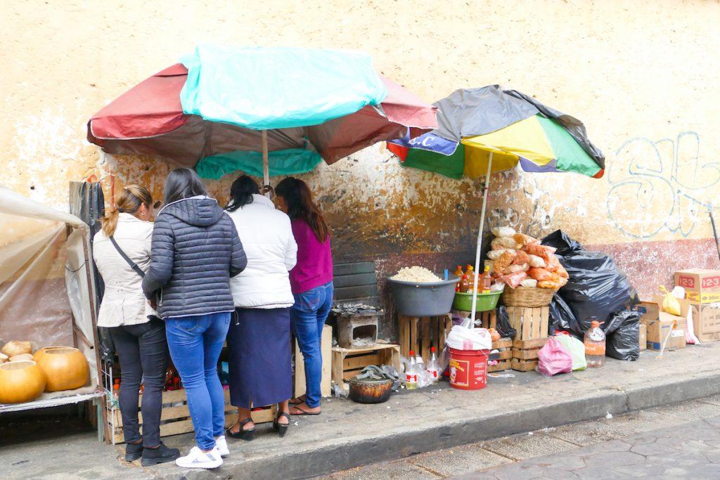 San Cristobal, gekocht und gegessen wird an jeder Ecke