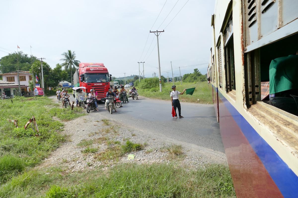 Shan State, Goketeik Viadukt, gemaechlich geht es voran