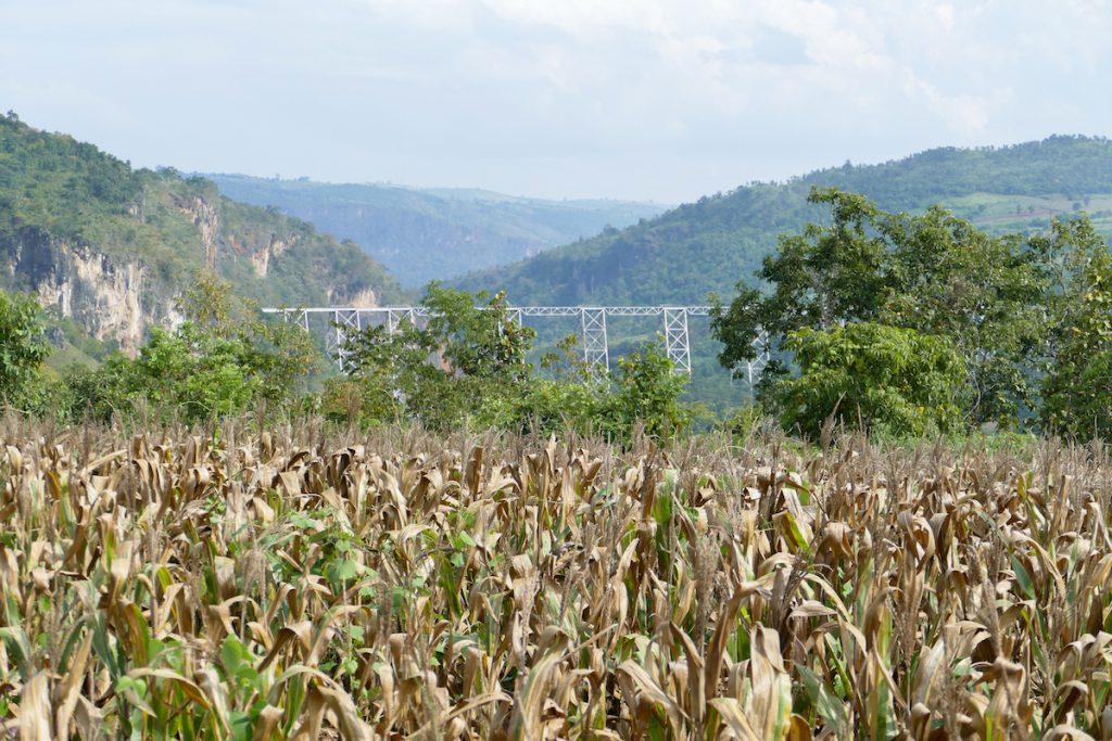 Shan State, Gokteik Viadukt, wir naehern uns der beruehmten Bruecke