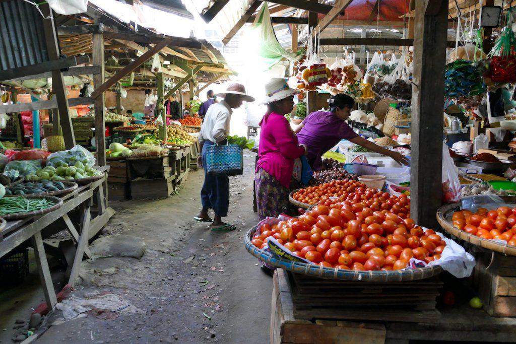 Shan State, Hsipaw, Morningmarket