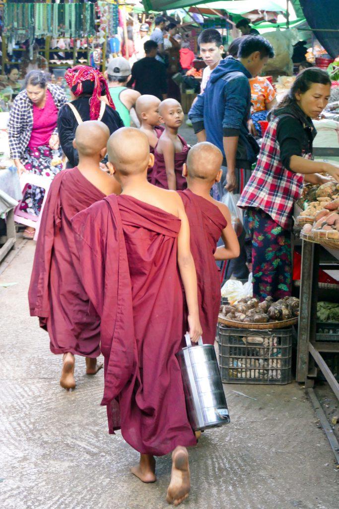 Shan State, Lashio, junge Moenche