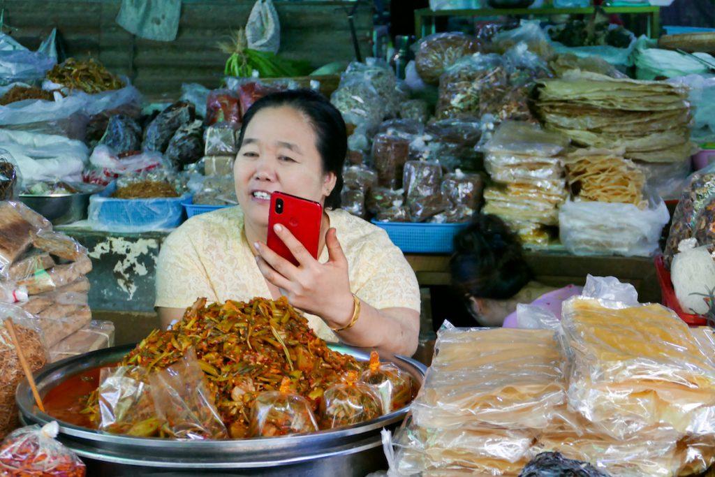 Shan State, Lashio, klar, auch hier geht es nicht ohne Handy