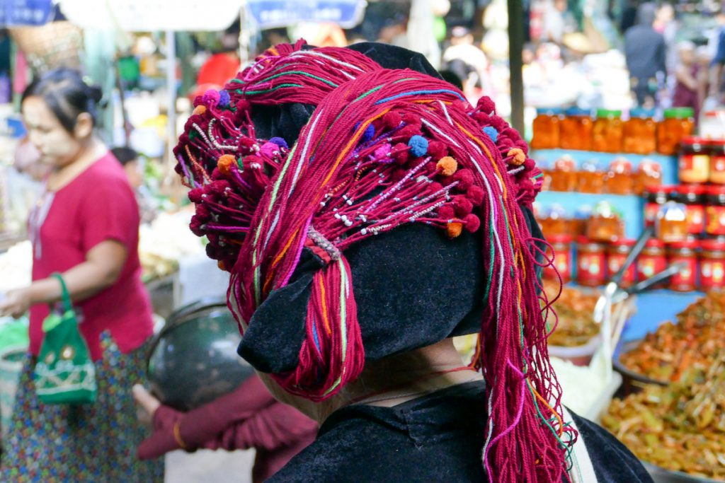 Shan State, Lashio, kunstvolle Kopfbedeckung