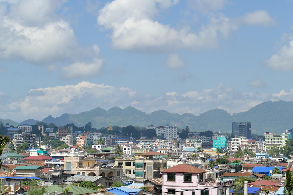 Shan State, Lashio, toller Blick auf die Stadt vom chinesischen Tempel