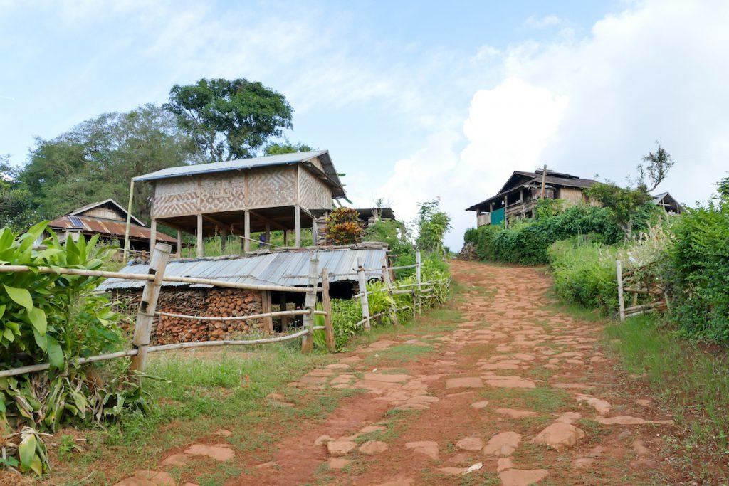 Shan State, Man Loi, wir spazieren durch das Dorf