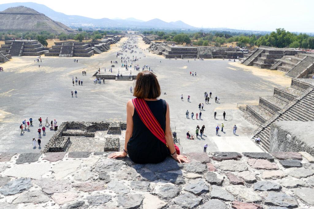 Teotihuacan, Blick von der Mondpyramide auf die gigantische Ruinenstaette