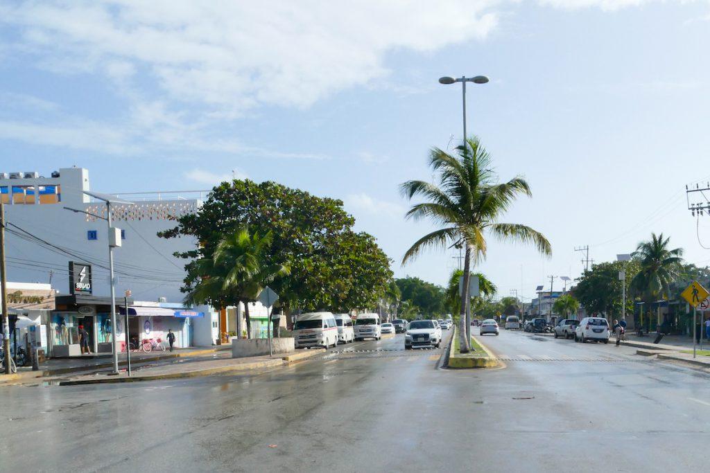 Tulum, 2 km Highway direkt durchs Zentrum
